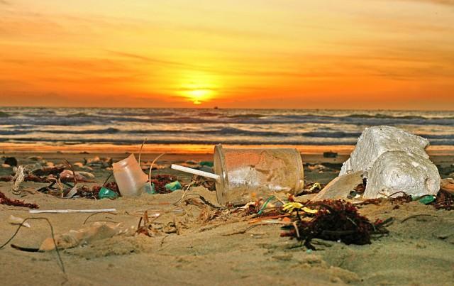 Πλαστικά και CO2: Μια «ασύμμετρη απειλή» για τους ωκεανούς
