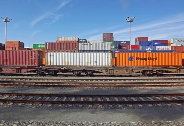 Τρένα μεταφοράς χύδην φορτίων προς εξυπηρέτηση containers