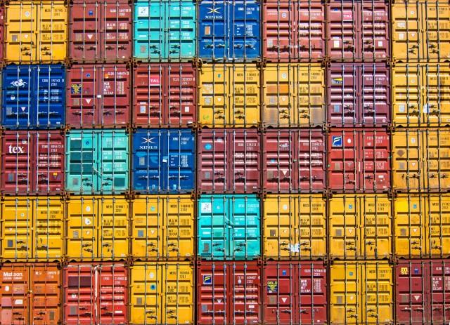 Τι συμβαίνει με την έλλειψη εμπορευματοκιβωτίων