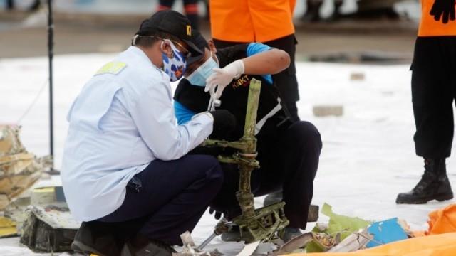 Iνδονησία: Εντοπίστηκαν τα μαύρα κουτιά του Boeing 737-500