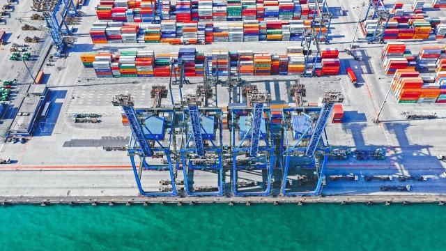 Abu Dhabi Ports – Transportr: Συμφωνία για παροχή ολοκληρωμένων υπηρεσιών Logistics