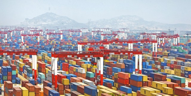 Το Λιμάνι της Σαγκάης στην κορυφή της διακίνησης εμπορευματοκιβωτίων