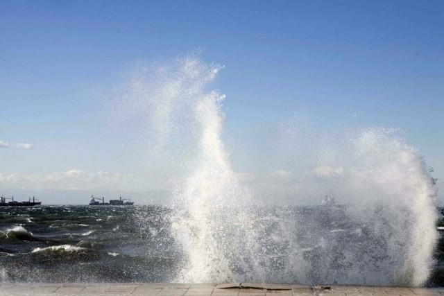 Ζάκυνθος: Δεμένα στο λιμάνι τα πλοία λόγω των θυελλωδών ανέμων