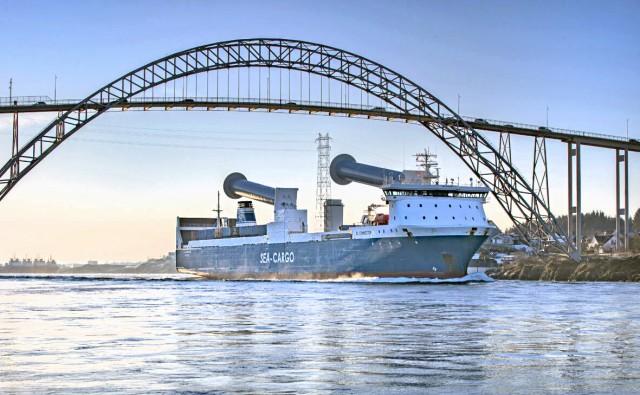 Τα πρώτα στον κόσμο κεκλιμένα Rotor Sails σε Ro-Ro πλοίο