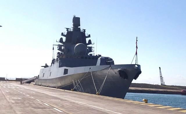 Στο λιμάνι του Πειραιά η ρωσική φρεγάτα «Ναύαρχος Κασατόνοβ»