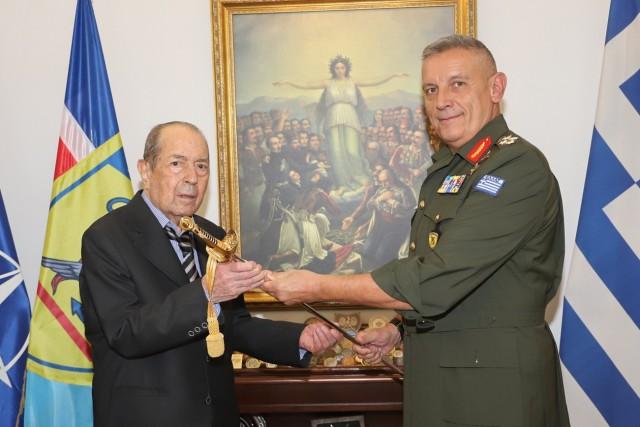 Ι. Τσούνης: Μεγάλη δωρεά 23 εκατ. ευρώ και 60 αποβατικών σκαφών στις Ένοπλες Δυνάμεις