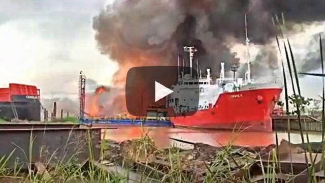 Πυρκαγιά και μεγάλη έκρηξη σε ναυπηγείο της Ινδονησίας (Βίντεο)