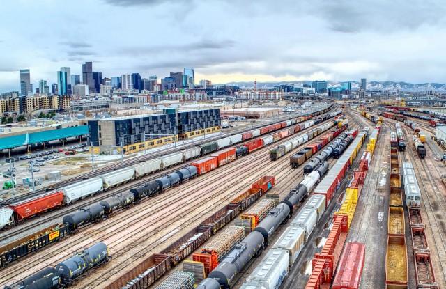 Το πρώτο σιδηροδρομικό δίκτυο που θα διατρέχει κάθετα τη Βόρεια Αμερική