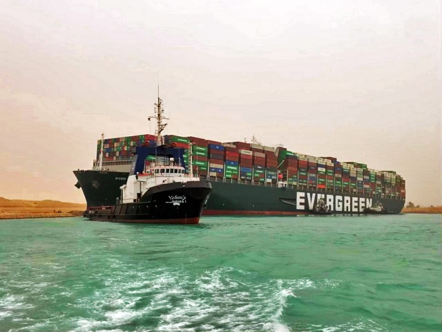 Προσάραξη mega containership στη Διώρυγα του Σουέζ