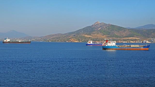 74 εμπορικά πλοία σε κατάσταση αργίας στους ελληνικούς λιμένες το 2020