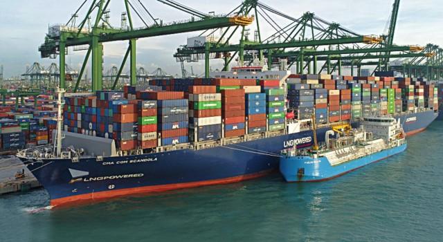 Γεγονός o πρώτος ανεφοδιασμός LNG ship-to-containership στην Ασία