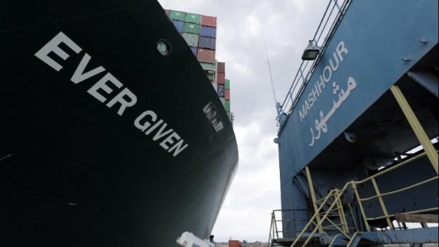Σουέζ: Ελπίδες για αποκόλληση του πλοίου Ever Given μέχρι το βράδυ