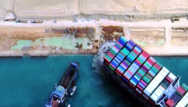 Διώρυγα Σουέζ: Πολλαπλές οι επιπτώσεις στη ναυτιλία από την προσάραξη του Ever Given