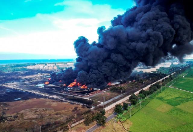 Μεγάλη πυρκαγιά σε διυλιστήριο της Ινδονησίας
