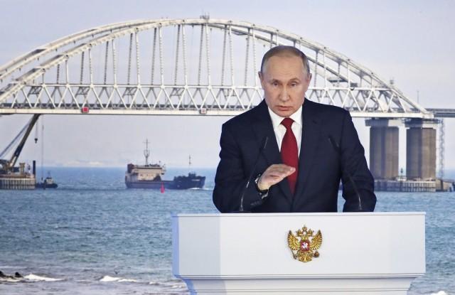 Η Ρωσία κλείνει το Στενό του Κερτς