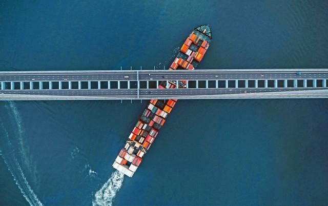 Υφιστάμενες συνθήκες και προοπτικές στην αγορά τακτικών γραμμών