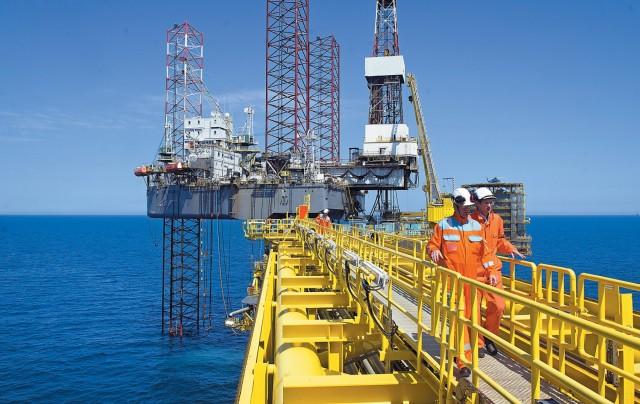 «Συνωστισμός» πετρελαϊκών κολοσσών στην Αγκόλα
