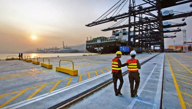 Ο κορονοϊός «πονοκεφαλιάζει» το λιμάνι Yantian