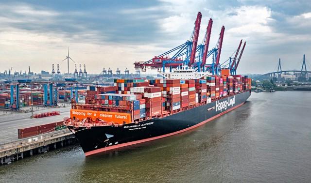 Το πρώτο μεγάλο containership στον κόσμο που έχει τροποποιηθεί προκειμένου να καταναλώνει LNG έδεσε στο λιμάνι του Αμβούργου