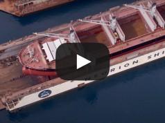 M/Maritime: Εντυπωσιακός δεξαμενισμός bulk carrier στη Σύρο (Βίντεο)