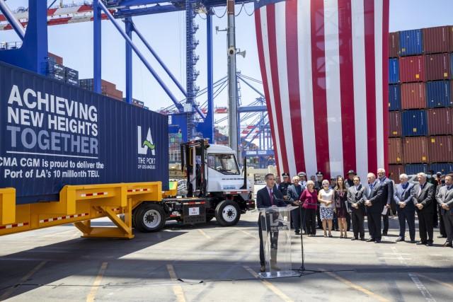 Το Λος Άντζελες, το πρώτο λιμάνι στο δυτικό ημισφαίριο που σπάει το φράγμα των 10 εκατ. TEUs