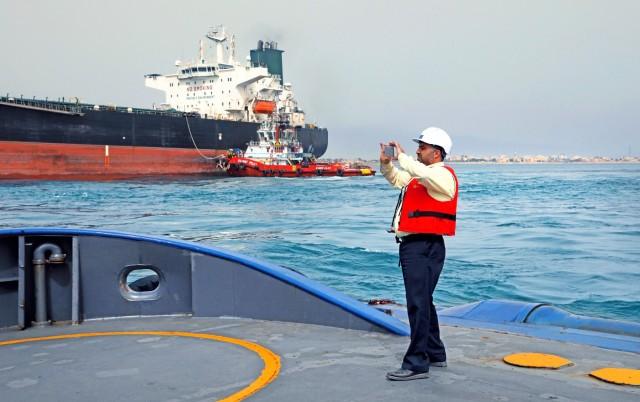 Πρώτο βήμα του Ιράν με φόντο την επιστροφή στην αγορά πετρελαίου