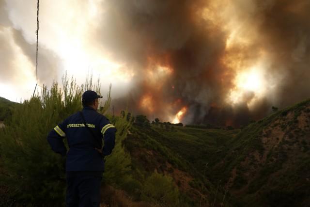 Η Ελλάδα σε βουβό θρήνο: ώρες αγωνίας για τις ανεξέλεγκτες φωτιές