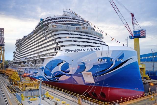 Στο νερό το πρώτο από τα έξι νέα κρουαζιερόπλοια της Norwegian Cruise Lines
