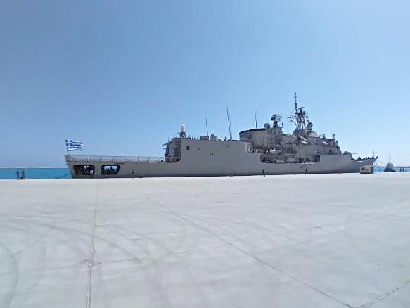 Φρεγάτα «Σαλαμίς»: Κατέπλευσε σε νέα ναυτική βάση της Αιγύπτου
