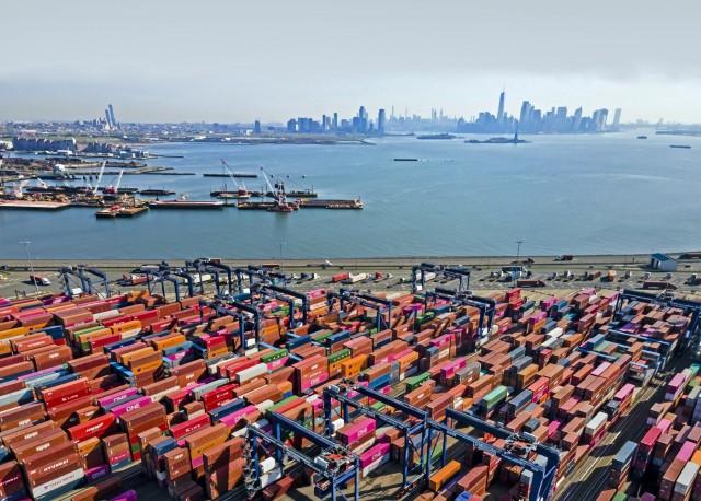 Walmart: Στροφή στην καθετοποίηση με τη ναύλωση πλοίων