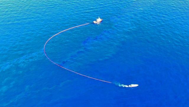 Ναυάγιο πλοίου στο Μυρτώο Πέλαγος: Άμεση κινητοποίηση για περιορισμό της θαλάσσιας ρύπανσης