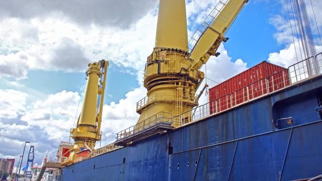 Μπορεί ένα bulk carrier να μεταφέρει containers;