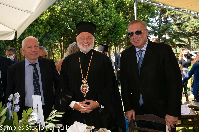 (Α-Δ): Ο περιφερειάρχης Χίου, Κωνσταντίνος Μουτζούρης, ο αρχιεπίσκοπος Αμερικής κ.κ. Ελπιδοφόρος και ο Δρ. Νίκος Τσάκος, Πρόεδρος και CEO της TEN Ltd.