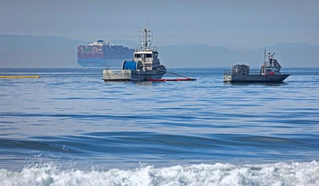 Ρύπανση από πετρελαιοκηλίδα στις ακτές της Καλιφόρνιας